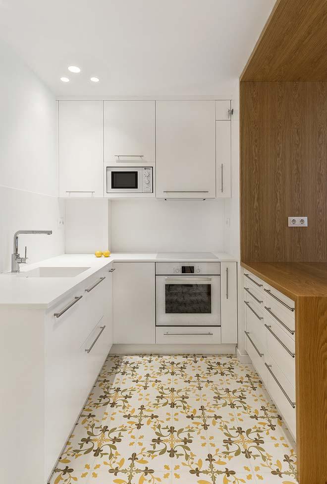 Cozinha pequena neutra