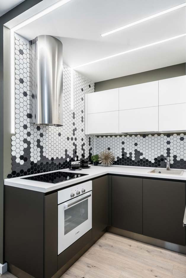 Revestimento hexagonal em cozinha pequena