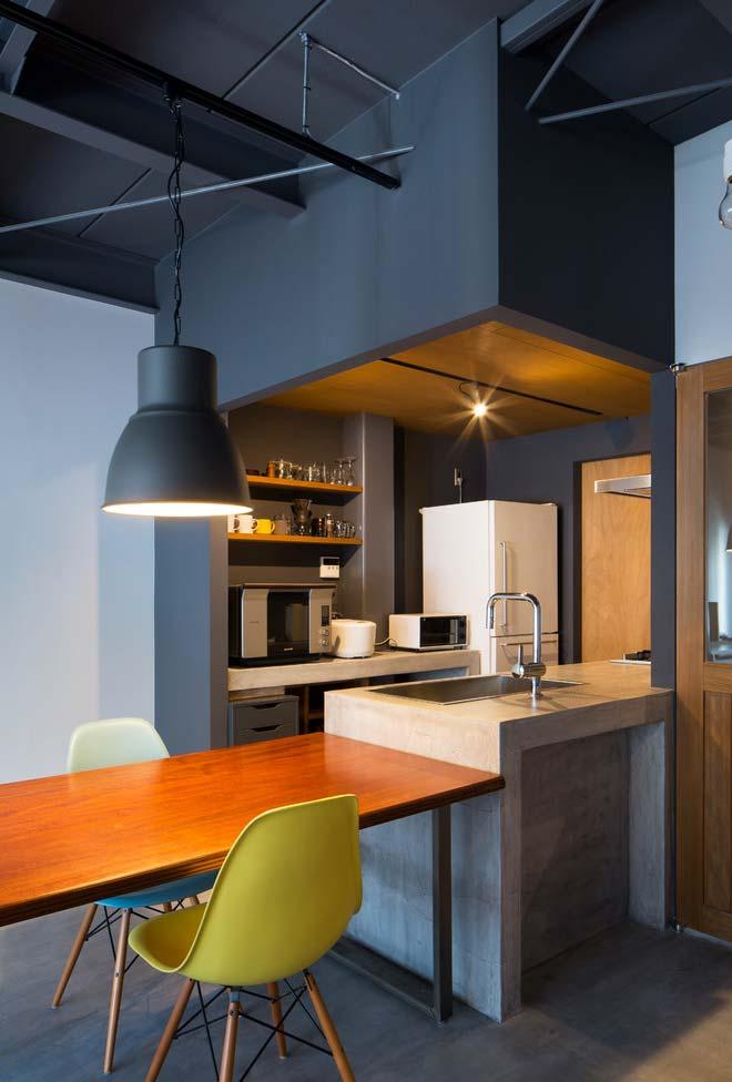 Cozinha pequena americana integrada aos outros ambientes
