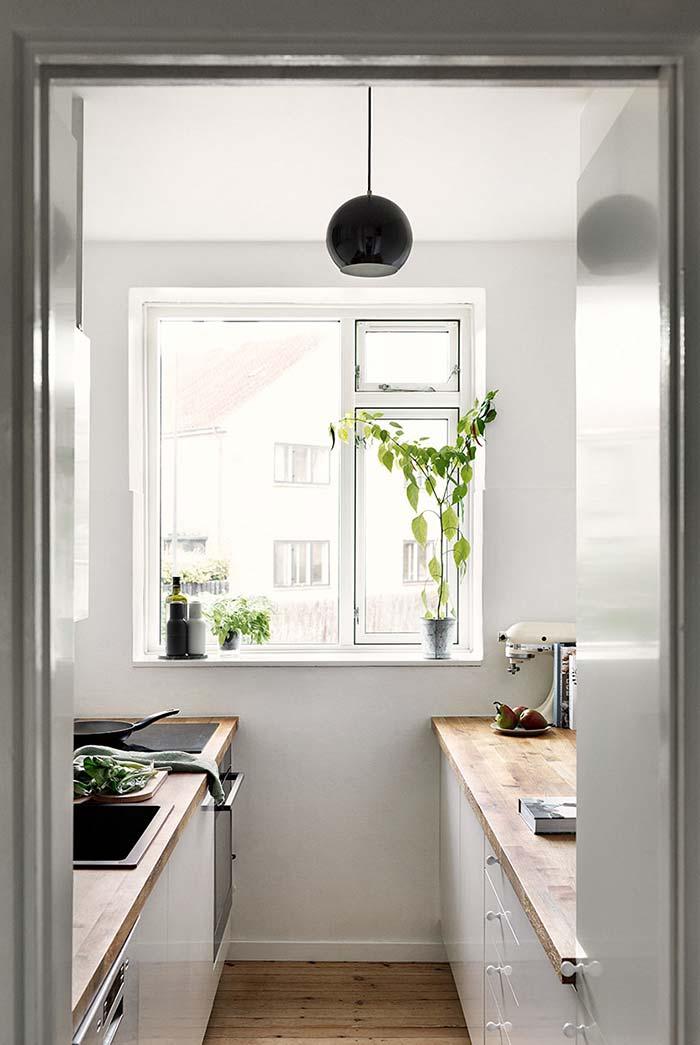 Outra cozinha pequena estilo corredor