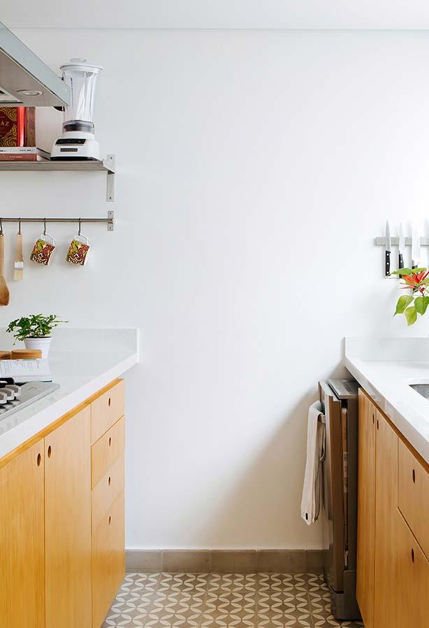 Puxadores tipo cava na marcenaria da cozinha pequena
