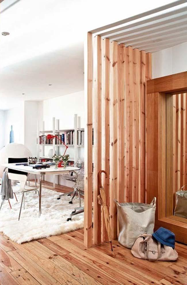 Divisória de ambiente de madeira de pinus vazada