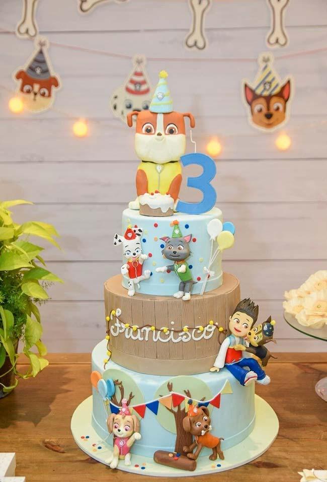 Um bolo majestoso para decorar a sua mesa da festa Patrulha Canina