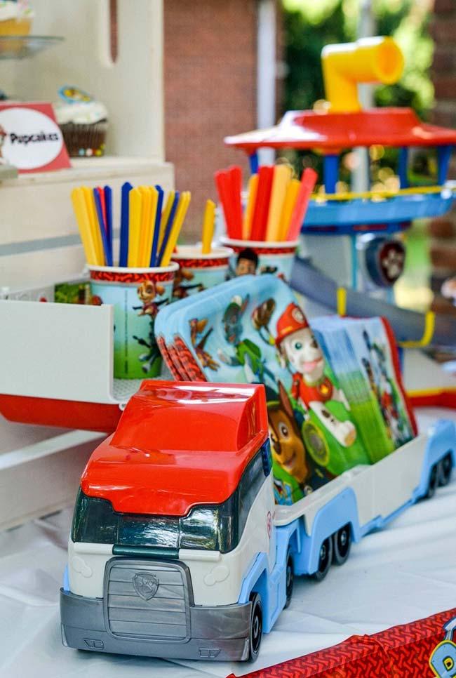 Brinquedos para complementar a decoração da festa patrulha canina