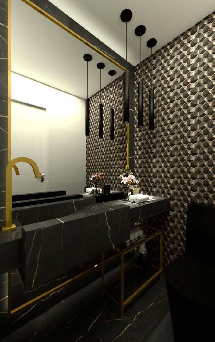 Preto e dourado em todo o banheiro