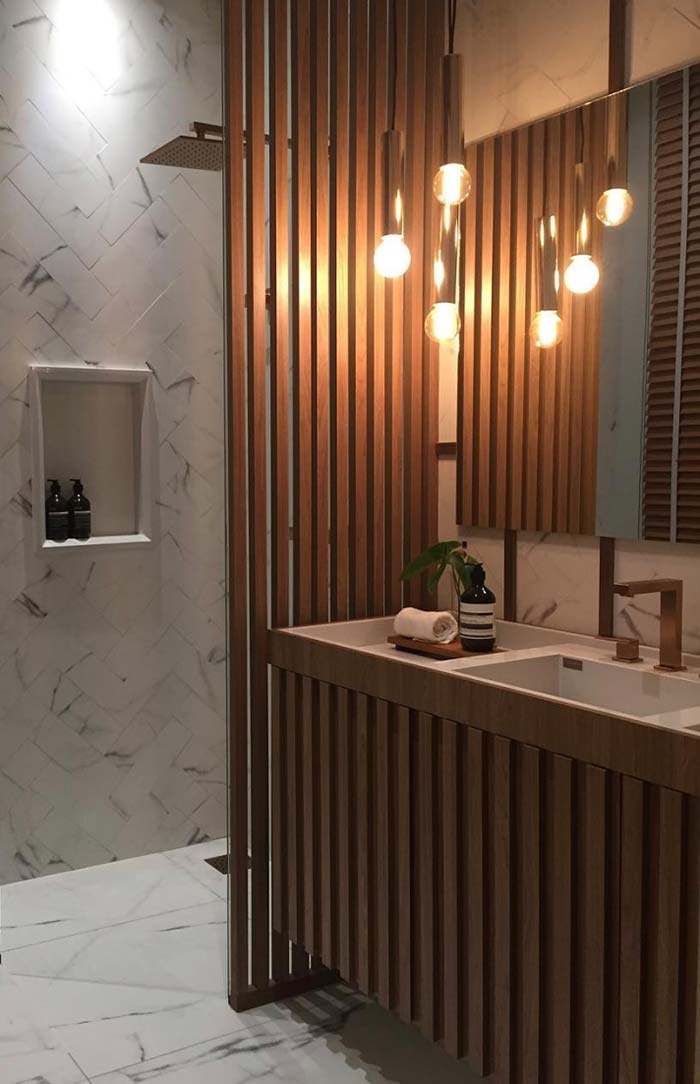Madeira como a estrela deste banheiro