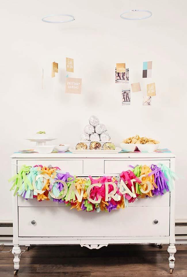 Mesa simples para decoração de formatura