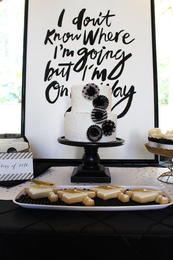 Mesa de doces decorada para festa formatura