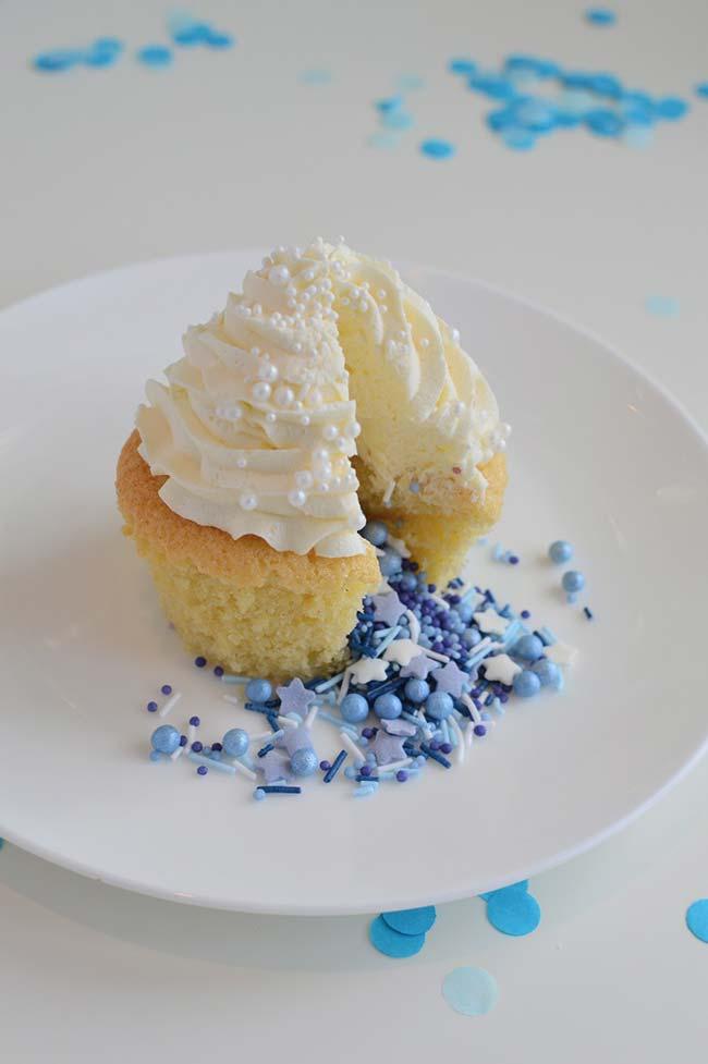 Cupcake recheado revela o sexo do bebê