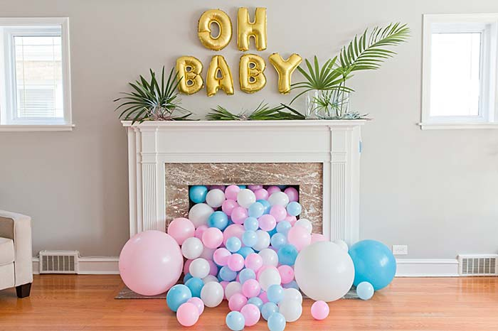 Balões no centro da lareira