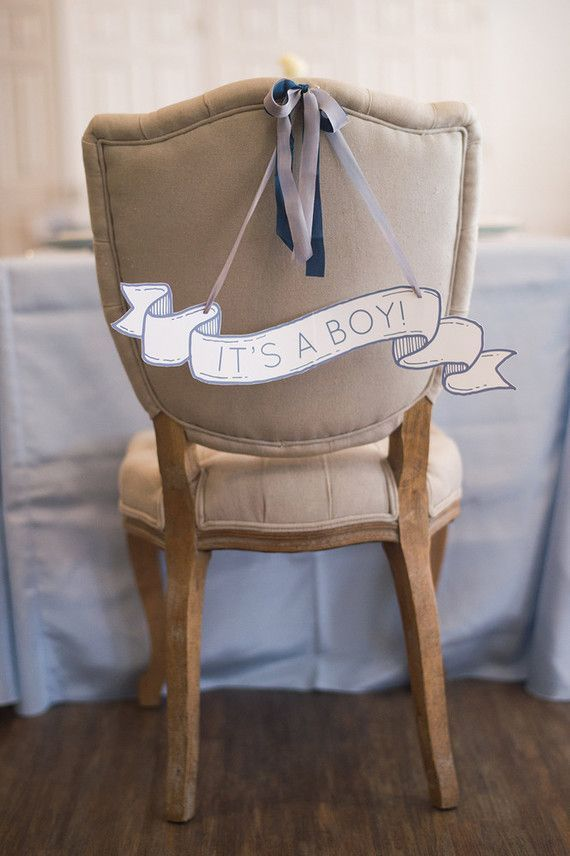 Apostas dos convidados com plaquinhas atrás das cadeiras