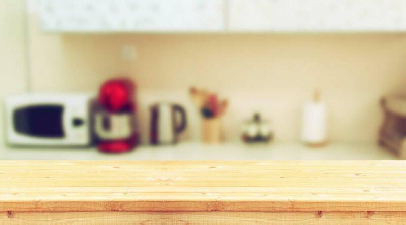 Como organizar cozinha pequena: 20 dicas práticas sem esforço