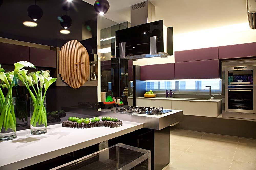 Eletrodomésticos embutidos na cozinha pequena
