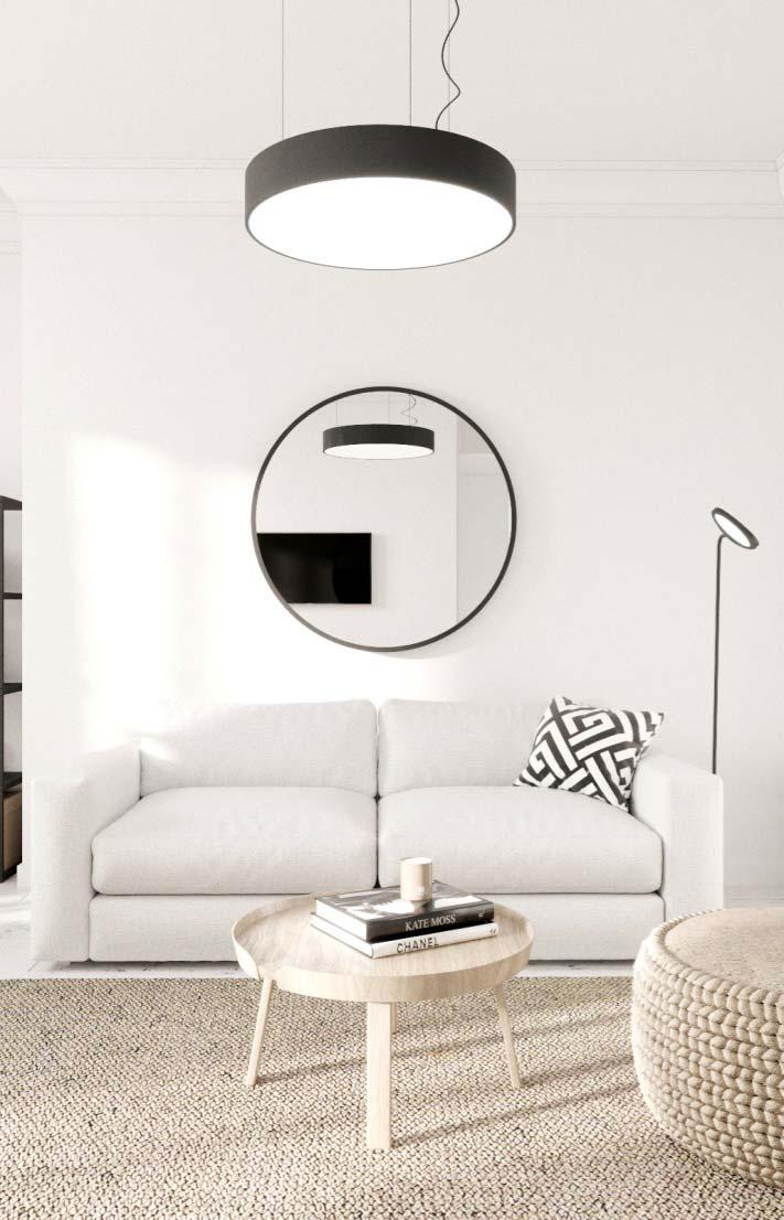 Lustre e espelho na decoração da sala