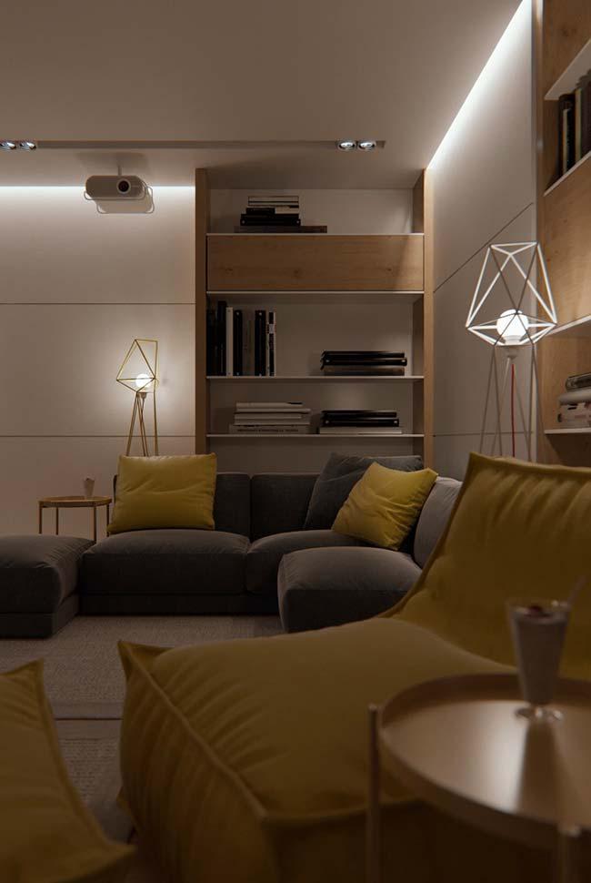 Iluminação indireta e luminária na decoração da sala