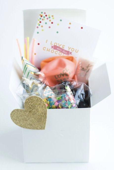 Festa na caixa cheia de chocolates