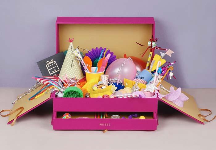 Organização: festa na caixa com gavetinha
