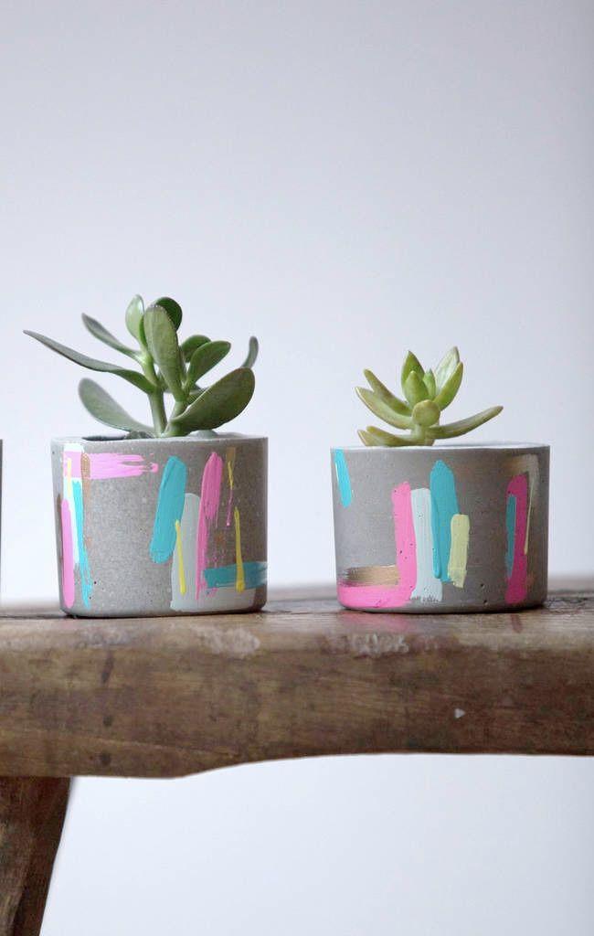 Pintura no vaso de cimento