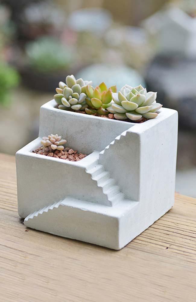 Vaso de cimento com níveis e escada