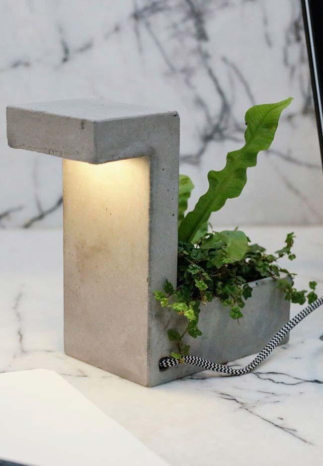 Vaso de cimento com formas variadas