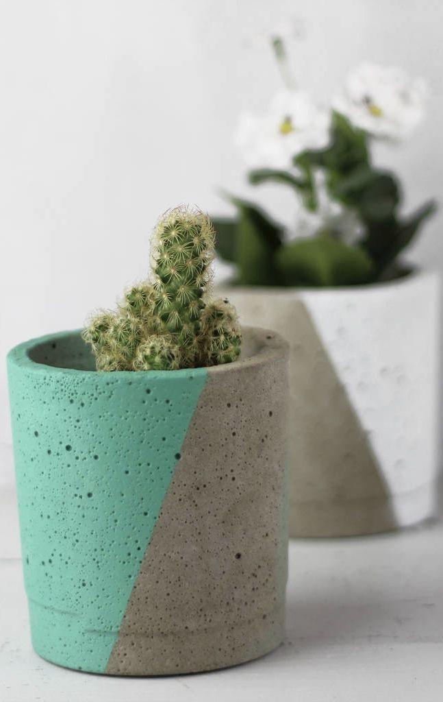 Vaso de cimento com pintura geométrica