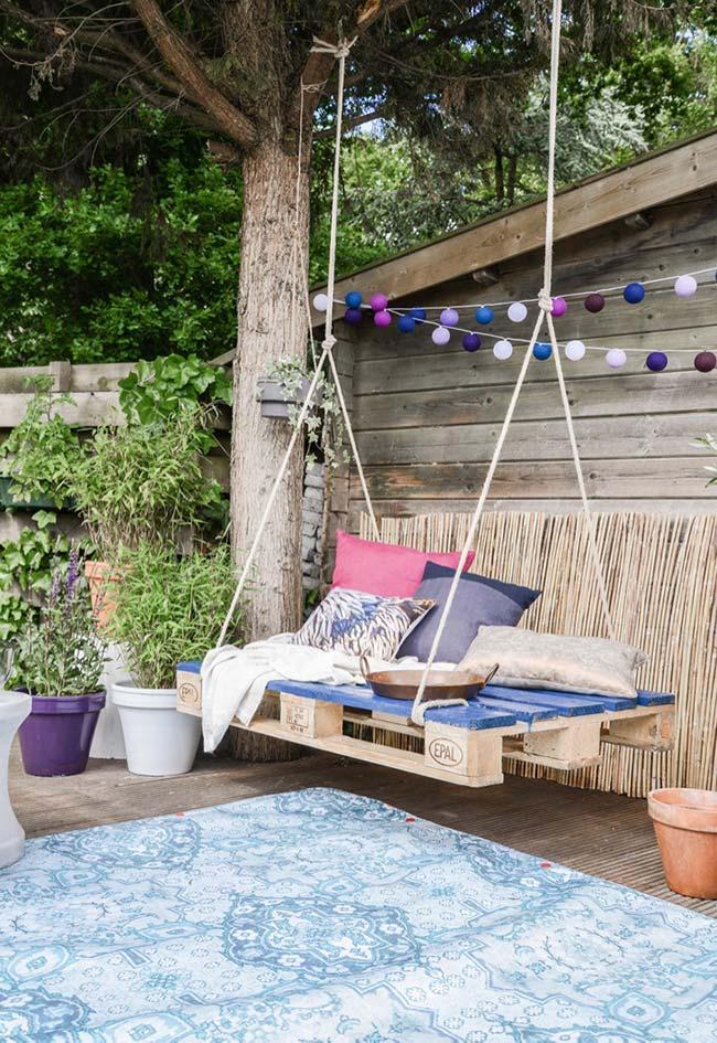 Balanço rústico confortável para o jardim