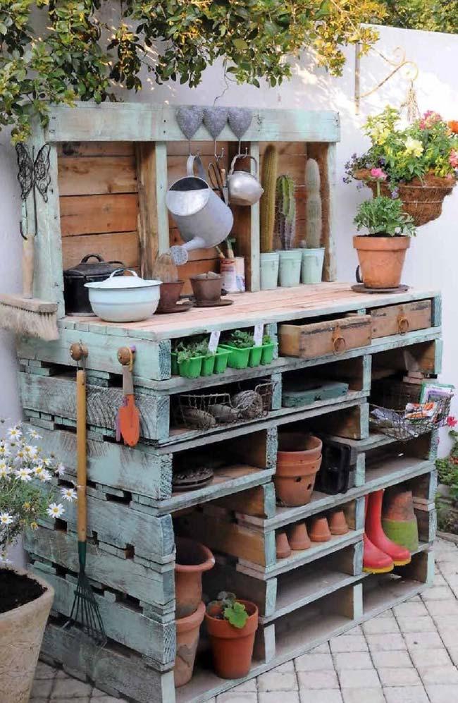 Organize seus itens de jardinagem com um móvel feito de pallet