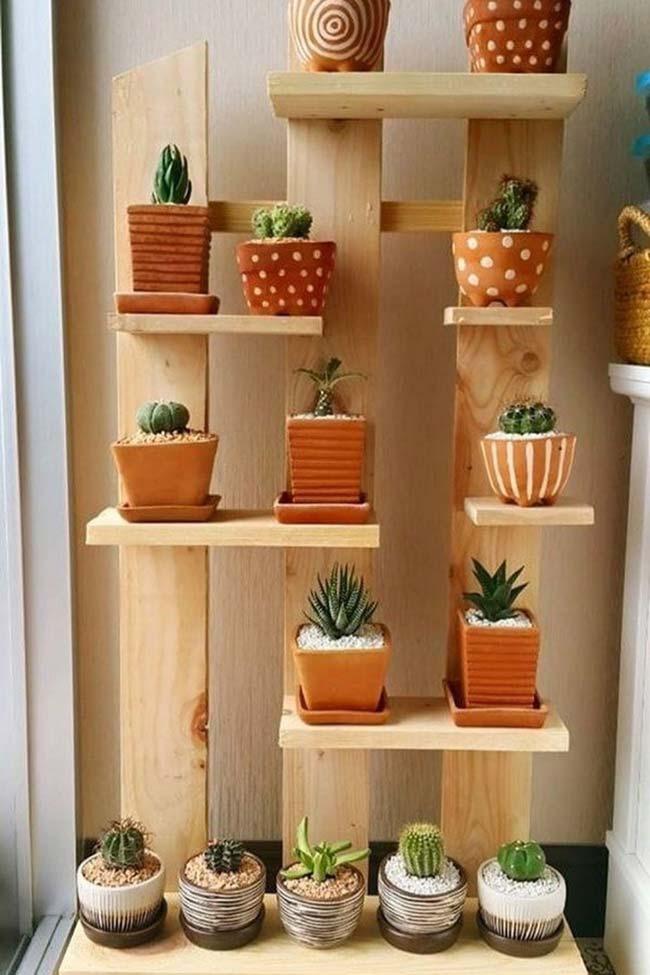 Mini jardim vertical para cactos e suculentas feito de pallets