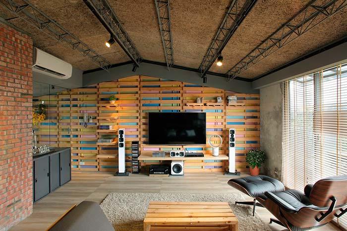 Revestimento de parede com paletes