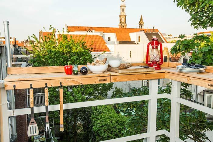 Balcão de paletes na varanda gourmet