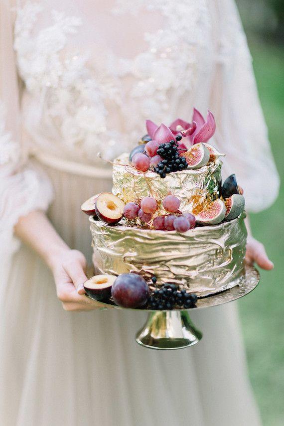 Bolo dourado de furtas para casamento 2018