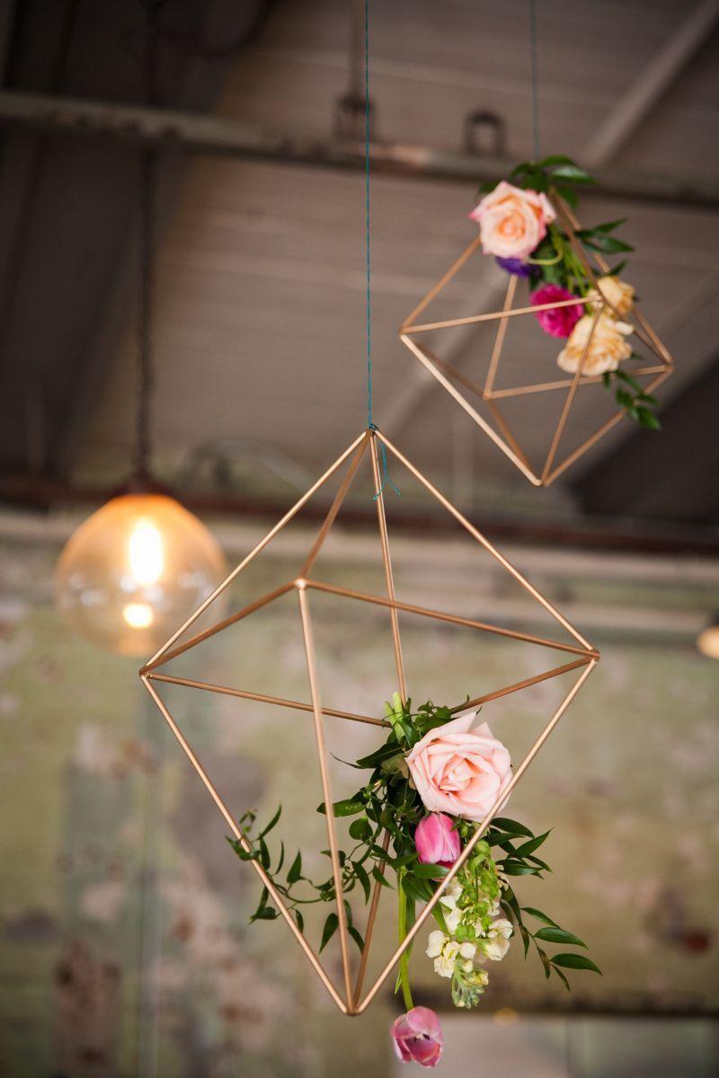 Prismas metálicos na decoração de casamento 2018