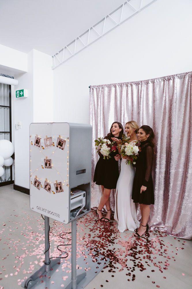 Decoração de casamento 2018: máquina de fotos que as imprime na hora faz a diversão dos convidados