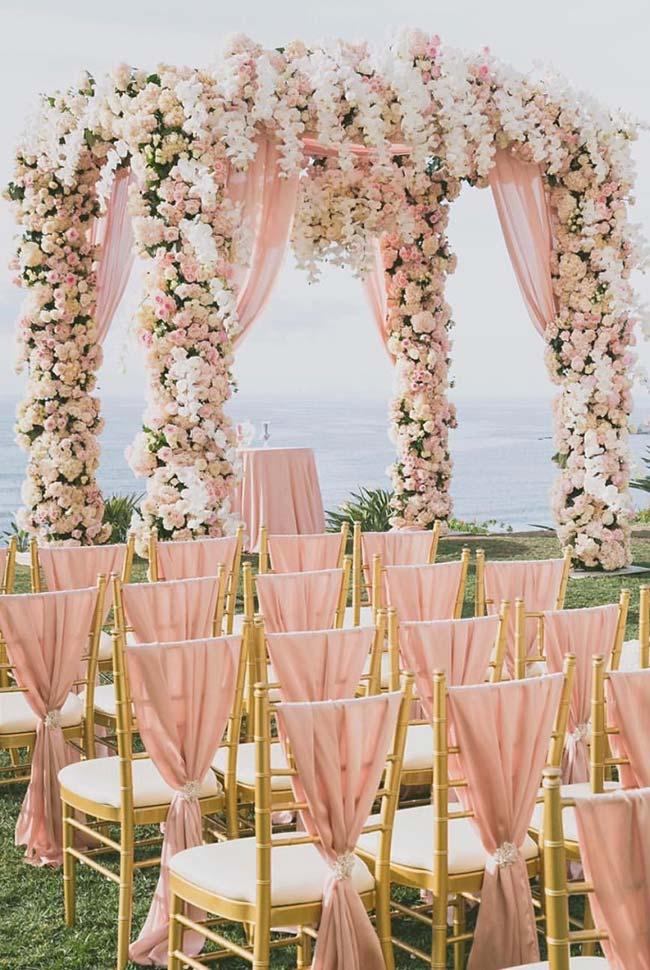 Tom rosê para uma decoração de casamento na praia