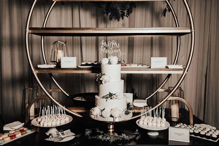 Dourado traz sofisticação e elegância para decoração da festa
