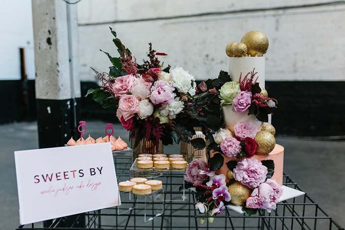 Mesa de bolo para casamento durante o dia