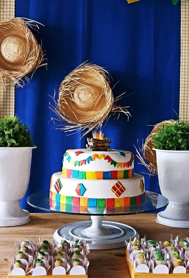 Painel com mesa de bolo para festa junina