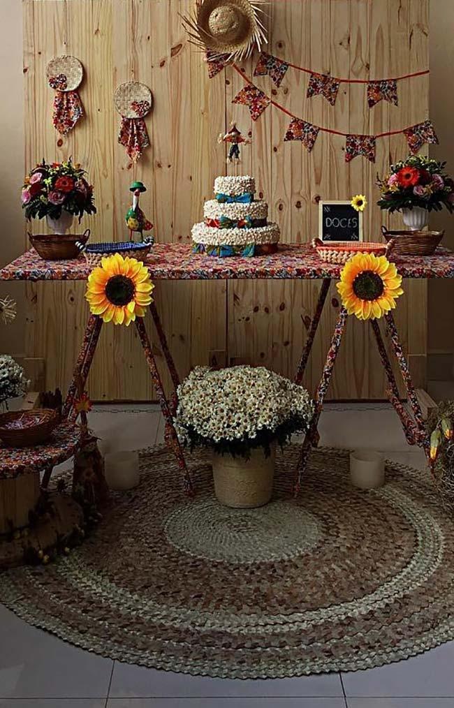 Painel de festa junina em madeira crua