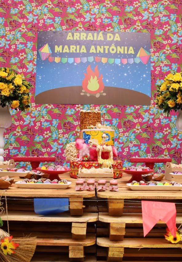 Painel de festa junina com chita cor de rosa