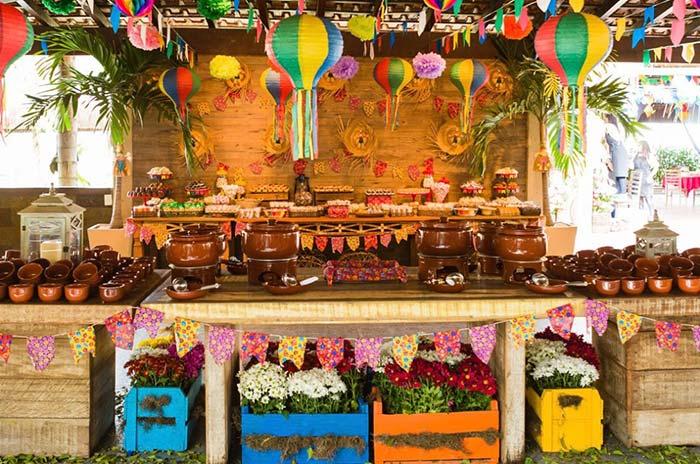 Painel de festa junina com madeira