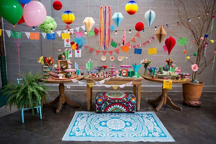 Painel de festa junina com balões