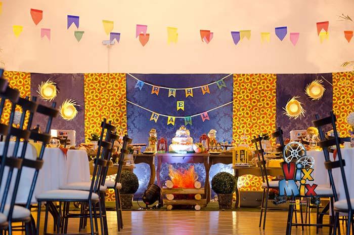 Painel de festa junina com chita