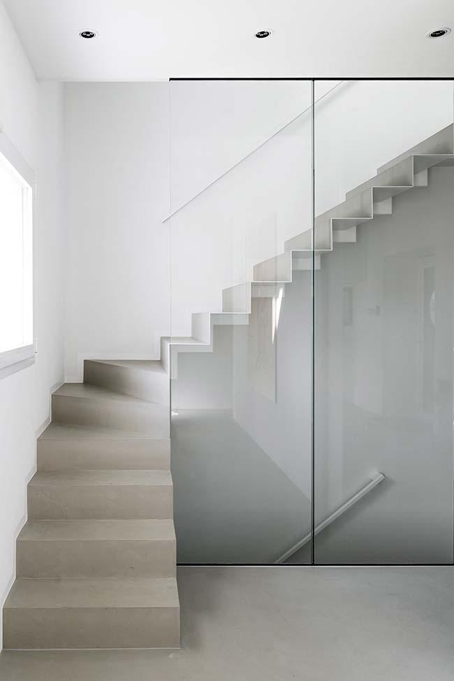 Escada de concreto aparente em L