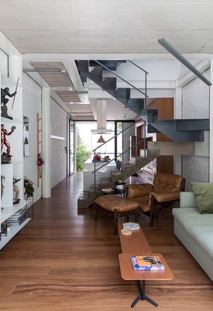 Escada contínua em metal