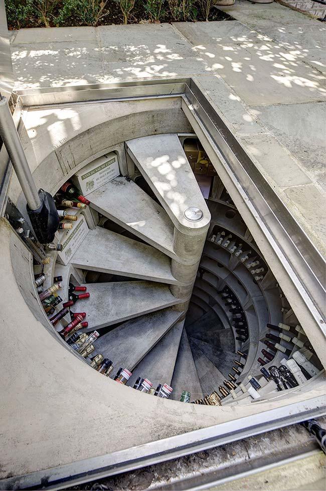 Adega ou escada?
