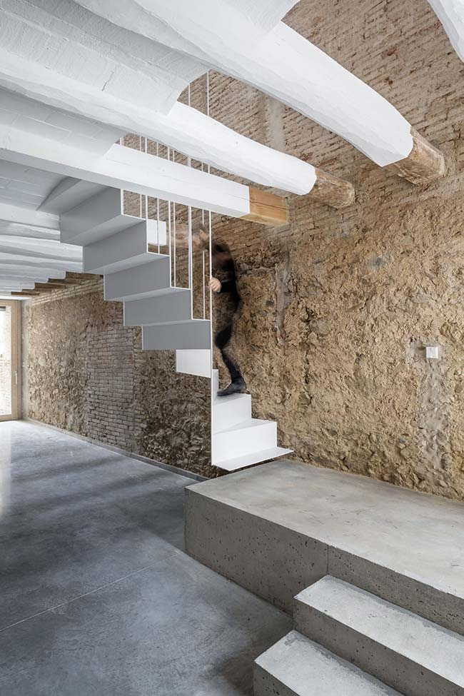Escada principal de concreto