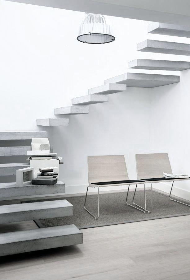 """Escada de concreto """"quase"""" caracol"""