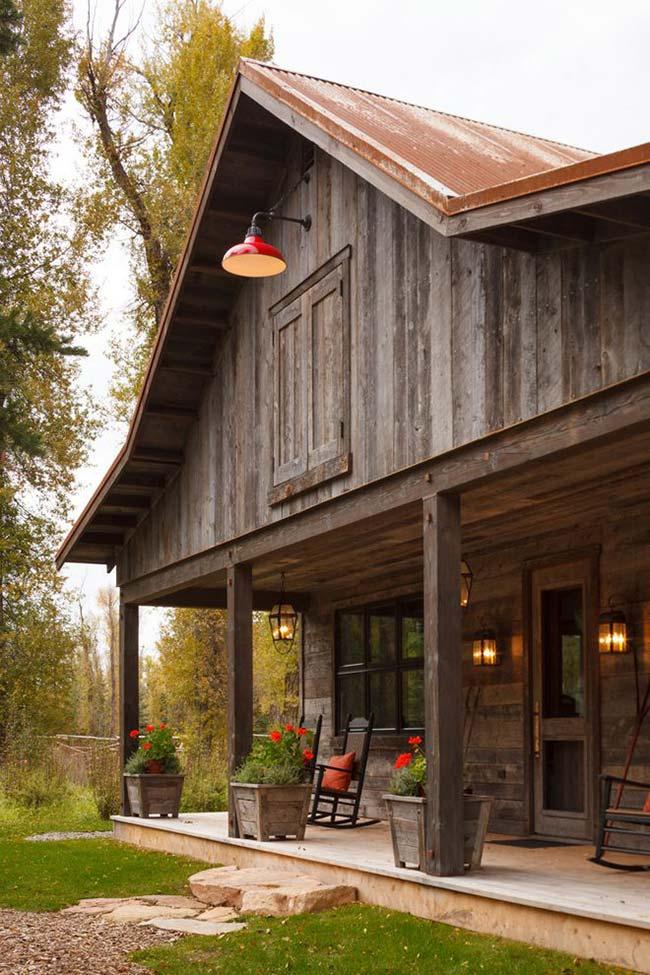 Casa de madeira com telhado Bonnet