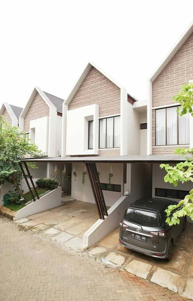 Casas charmosas com telhado duas águas