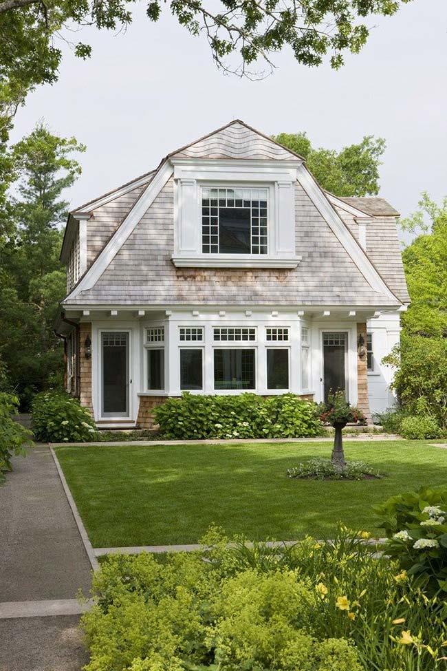 Casa americana com telhado gambrel